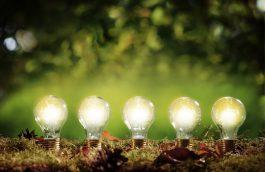 Vijf werkende elektrische lampen.