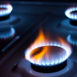 Becs de cuisinière au gaz allumés