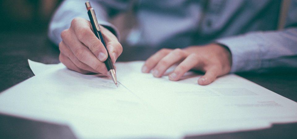 Een contract ondertekenen
