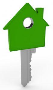 Sleutel met een uiteinde in de vorm van een groen huis.