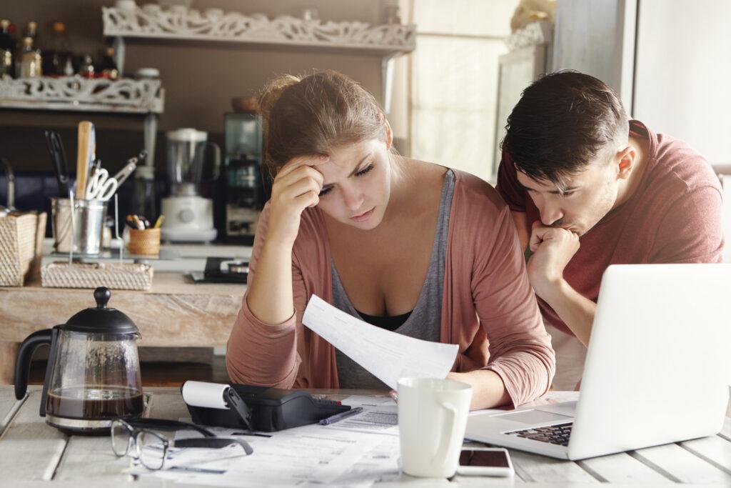 Een automatische verlenging van het energiecontract kan tot financiële kopzorgen leiden